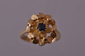 18ct Yellow Gold Retro Ring With A Sapphire