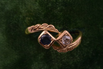Yellow Gold 1940's Vintage Ring With A Sapphire And A Diamond