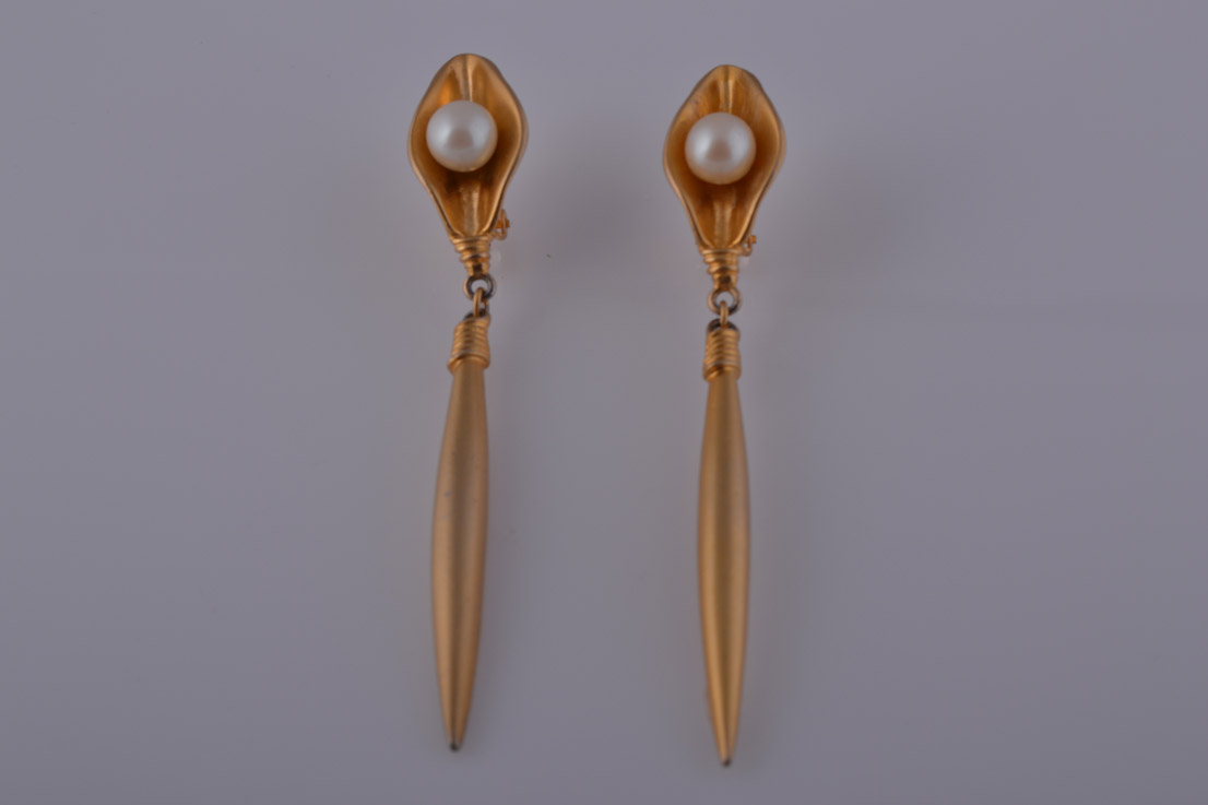 Gilt 1980's Clip On Earrings With A Faux Pearl