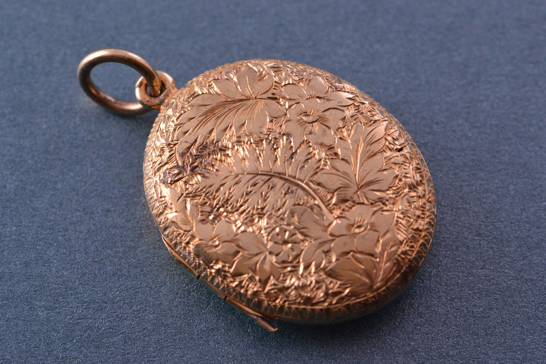 9ct Yellow Gold Victorian Opening Locket