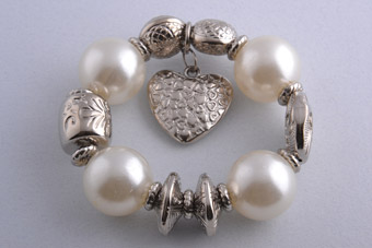 Modern Bracelet With Faux Pearls And Heart Charm