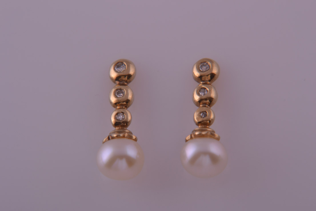 9ct Yellow Gold Modern Stud Earrings With Diamonds And Pearls