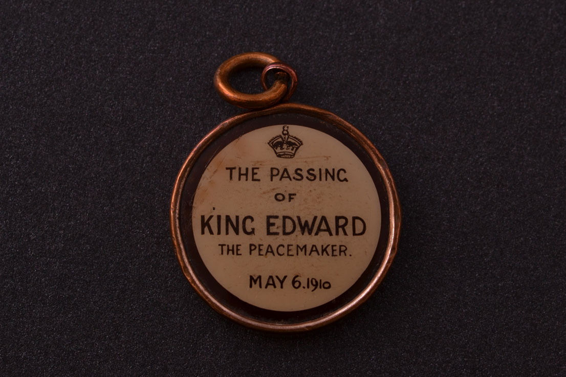 Edwardian Commemorative Pendant With Glass Back And Front