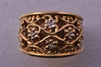 Gold 1980's Vintage Ring With Diamonds