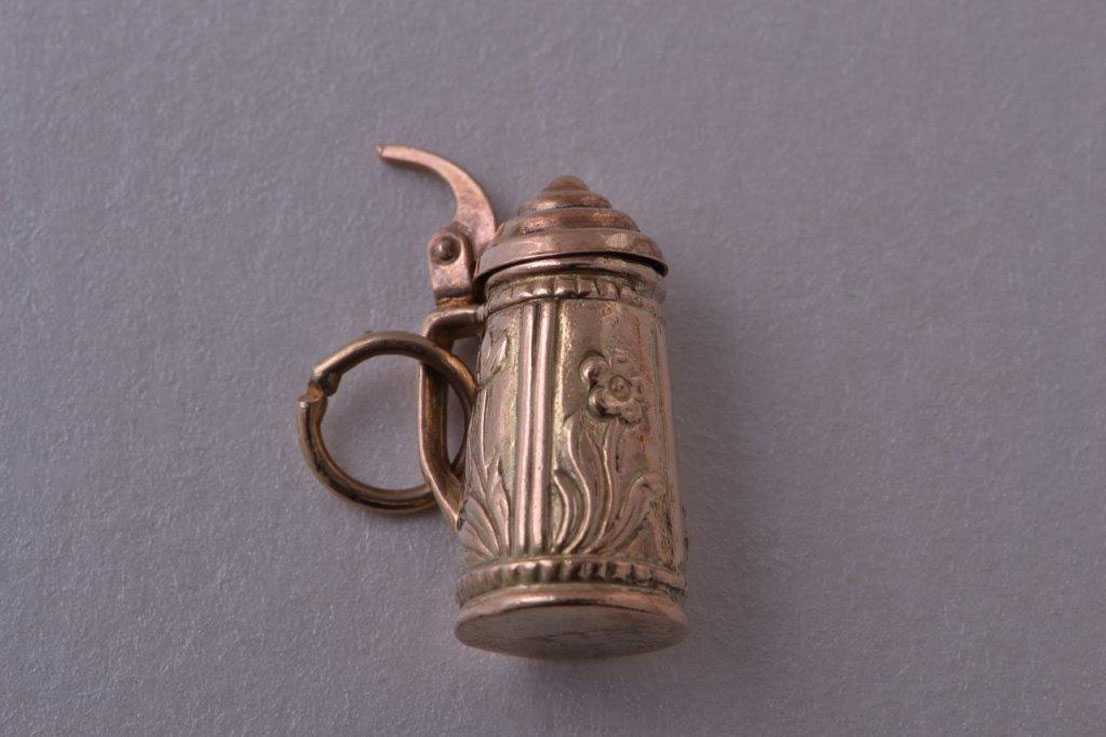 9ct Yellow Gold Vintage Mechanical Beer Tankard Charm