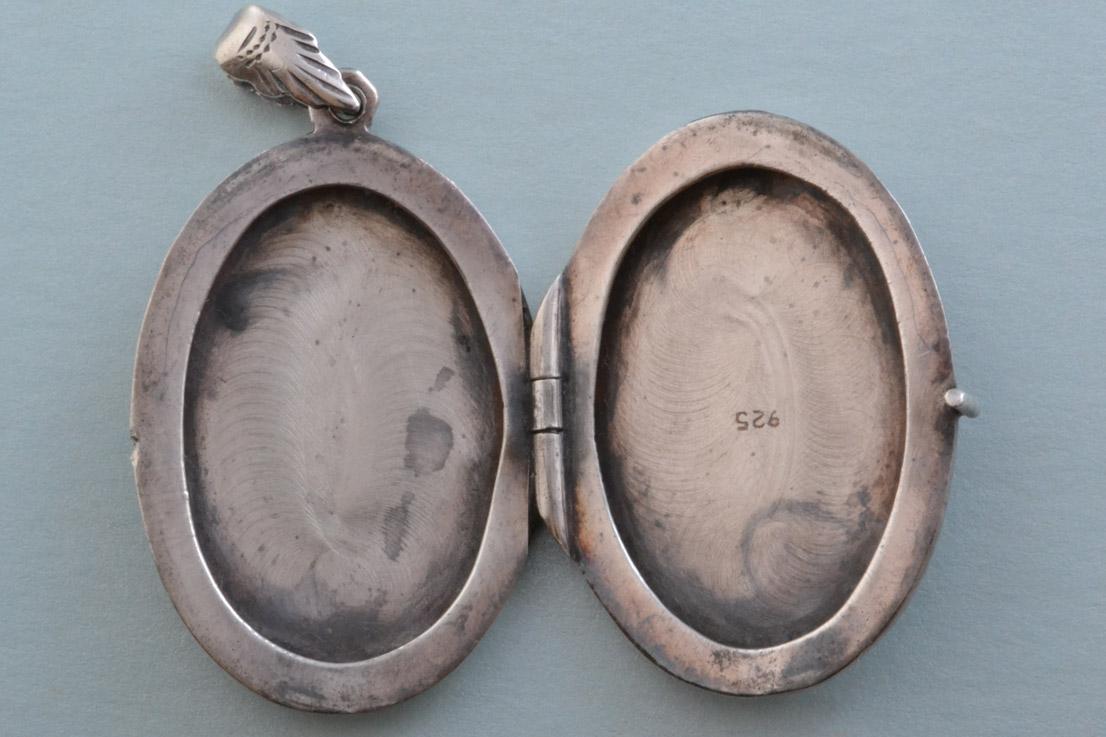 Silver Vintage Oval Locket Vintage Jewellery Amanda Appleby954s Antique Jewellery Amanda