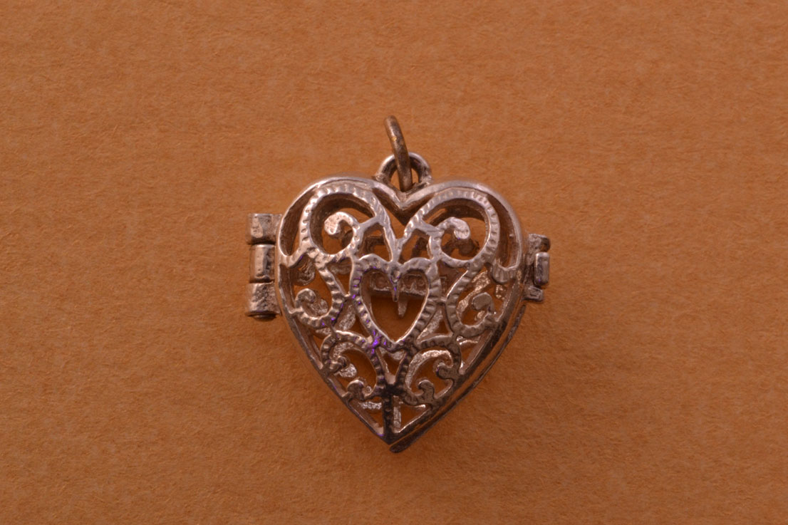 Silver Modern Filigree Heart Opening Locket