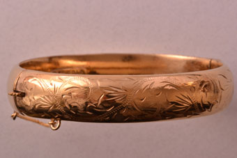 9ct Yellow Gold Vintage Bangle