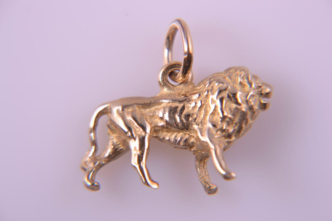 9ct Yellow Gold Modern African Lion Charm