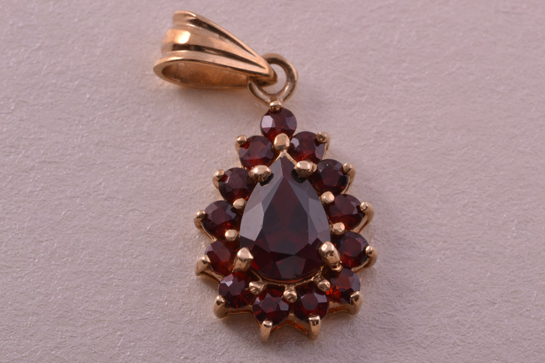 9ct Yellow Gold Modern Pendant With Garnets