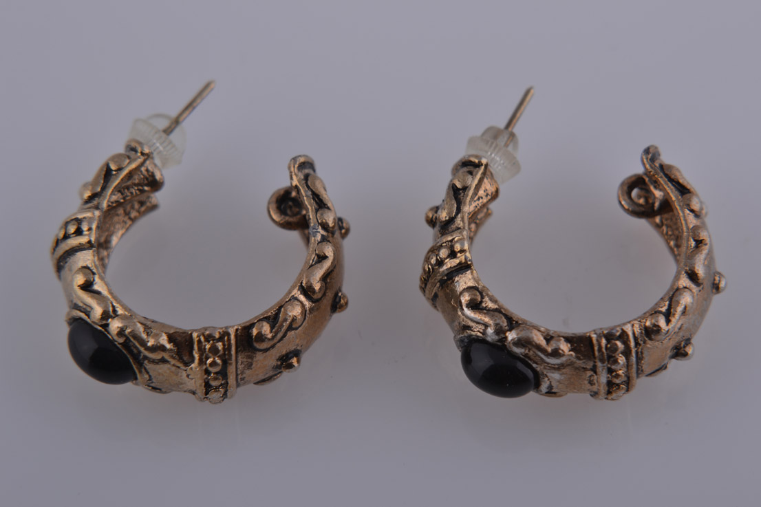 Gilt 1980's Bold Hoop Stud Earrings With Black Stone