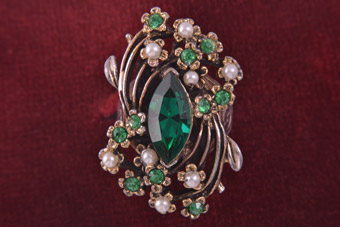 50's Vintage Ring With Faux Pearls And Emerald Coloured Paste