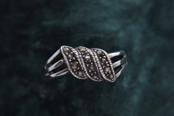 Silver Modern Ring With Marcasite